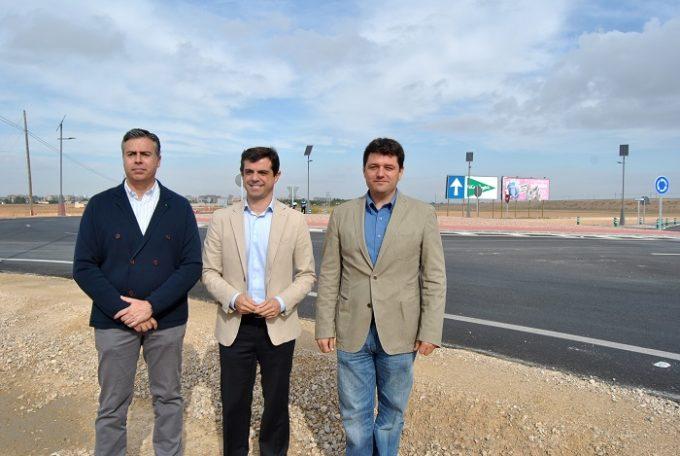 Foto. Visita nueva rotonda carretera de Valencia.29-9-15