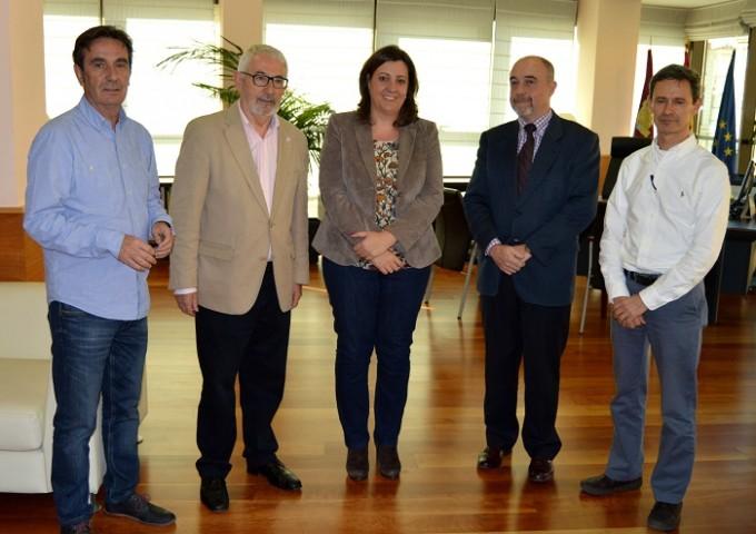 FOTO NOTA ECONOMÍA Reunión Cruz Roja Consejera EEE y Viceconsejero