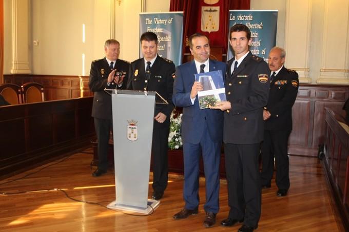 Inauguración exposición víctimas del terrorismo Policia Nacional 007