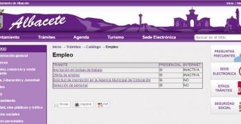 Captura de pantalla de la web municipal donde se deja claro que los trámites de empleo deben hacerse de manera presencial.