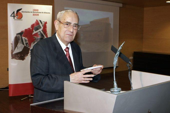 En la imagen, recogiendo el premio de la Asociación en el año 2008