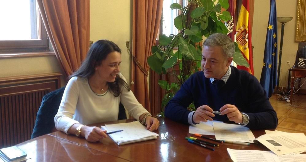 Reunión de trabajo entre el subdelegado del Gobierno y la Jefa Provincial de Tráfico