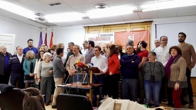 """Militantes del PSOE en Albacete conforman la plataforma """"Somos Socialistas"""" de apoyo a Pedro Sánchez"""
