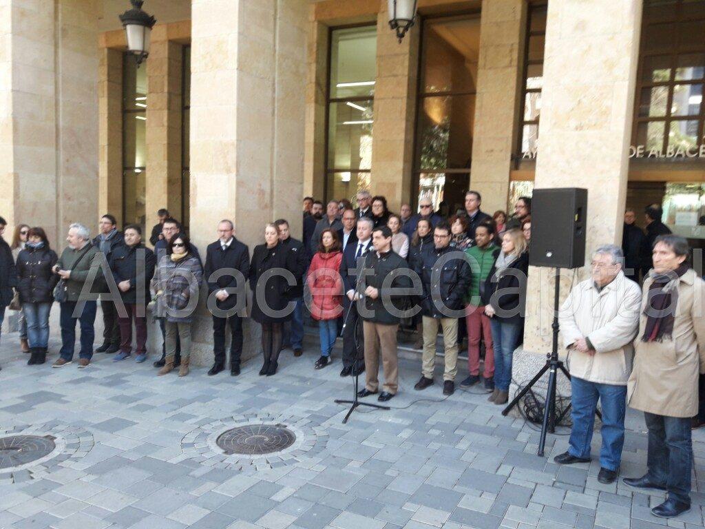 Silencio y banderas a media asta en Albacete para condenar el atentado de Londres