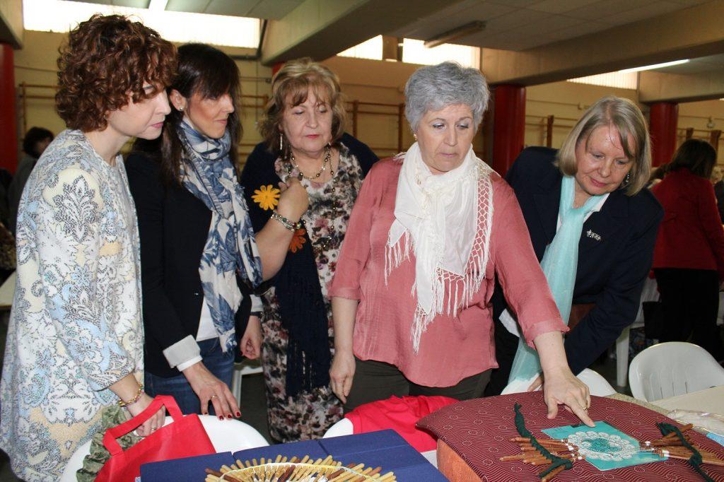 Mas de 200 participantes en el XVII Encuentro de Encaje y Bordados de Albacete