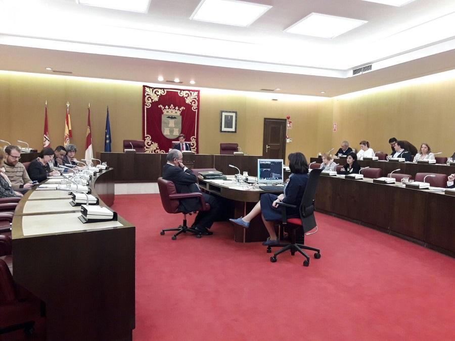 El Pleno aprueba dejar un espacio para ubicar una escultura en homenaje a los represaliados por el franquismo