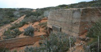 Un entramado de trincheras y búnkeres republicanas, restos de la Guerra Civil en pleno  Corredor de Almansa