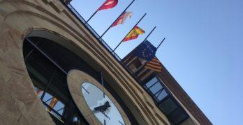 La bandera de Cataluña ya ondea a media asta en el Ayuntamiento de Albacete