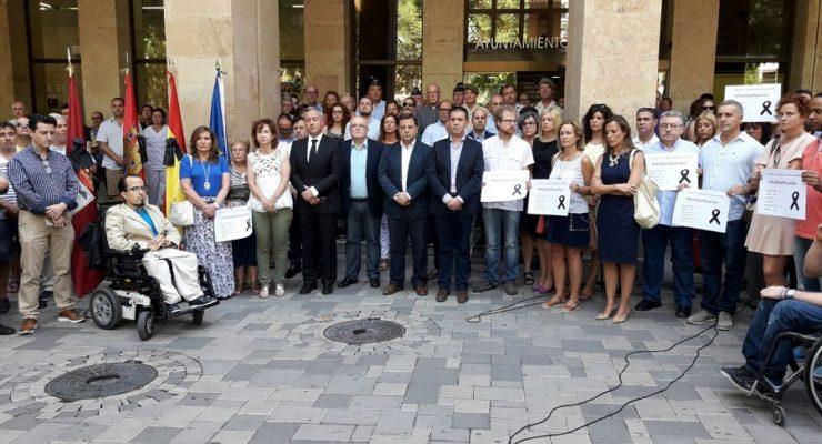 Albacete se une para condenar los atentados terroristas en Cataluña