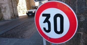 El Ayuntamiento estudia bajar el límite de velocidad de 30km/h en parte de la ciudad antes de fin de año