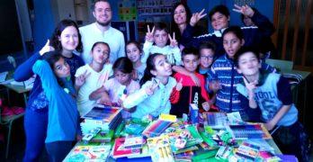 Juventudes Socialistas de Albacete entrega al Colegio 'La Paz' material escolar y educativo