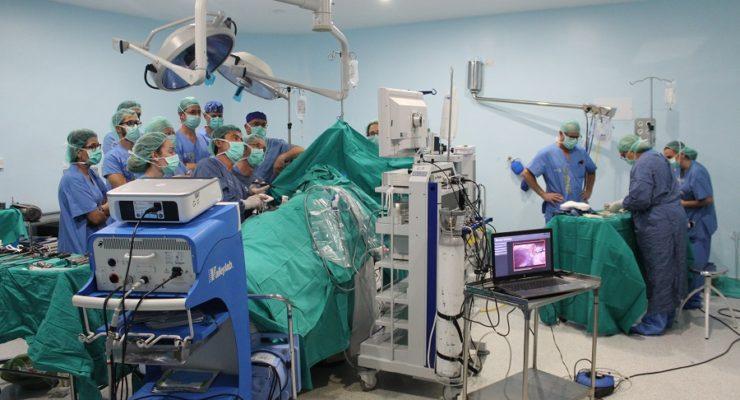 Una madre dona en vida un riñón a su hijo: el primer trasplante de este tipo en el Hospital de Albacete